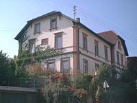 Gebäudeansicht altes Schulhaus in Holzhausen