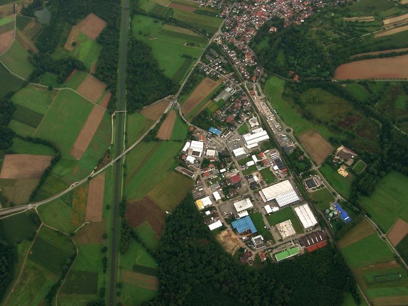 Luftbildaufnahme March - Hugstetten mit Gewerbegebiet