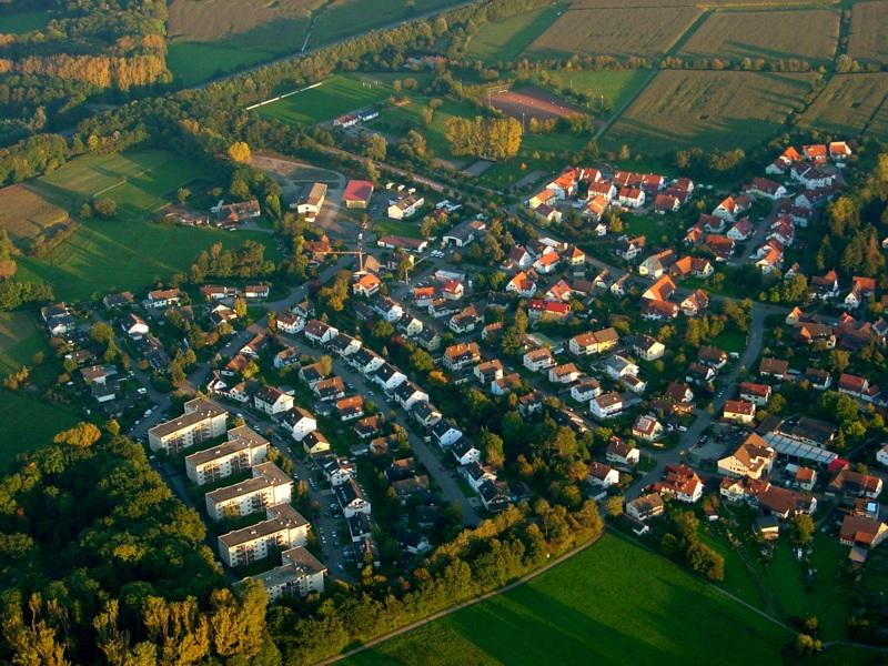 Luftbild Holzhausen Waldstrasse