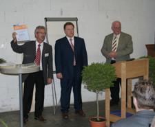 Herr Siegried Ernst, Herr Heinz Bitzenhofer und Bürgermeister Josef Hügele