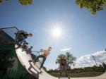 Jugendliche im Skaterpark