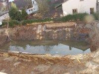 12.3.2007 Mit dem Aushub ist begonnen, Grundwasser in der Baugrube