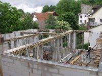 Aufstellen der Stützen für die Erdgeschossdecke