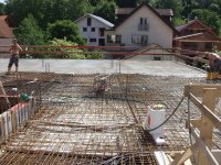 Betonierarbeiten an der Erdgeschossdecke