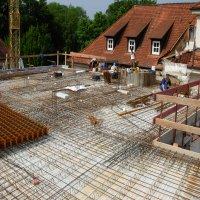 grosse Eisenmatten werden auf der Obergeschossdecke verlegt