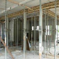 Stützen und Balken im Obergeschoss