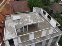 Luftbild auf den Erweiterungsbau mit Flachdach