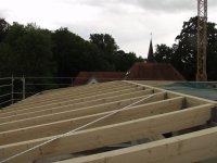 Holzkonstruktion vom Dachstuhl des Pultdaches