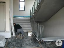 Verlegen einer neuen Treppe im Treppenhaus